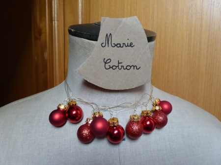 collier de boules rouges